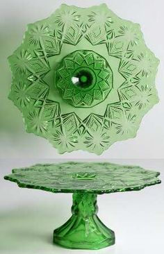 "US Glass ""Shoshone"" Pattern Cake Stand in Emerald Green Not depression glass, this is much, much older. Cut Glass, Glass Art, Vintage Cake Stands, Vintage Cake Plates, Cake Carrier, Art Antique, Glass Cakes, Vaseline Glass, Antique Glassware"