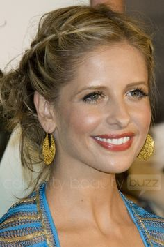 Love Sarah's hair.     Google Image Result for http://www.celebritybeautybuzz.com/wp-content/uploads/2008/04/sarah-michelle-gellar-11508.jpg