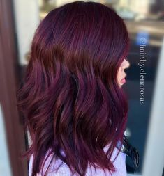 Hair Color 2018 Check out these gorgeous burgundy hair colors for a sexy sultry look that will Pelo Color Borgoña, Brown Hair Colors, Dark Red Purple Hair, Violet Red Hair Color, Red Velvet Hair Color, Color Red, Burgendy Hair, Deep Burgandy Hair Color, Brown Hair With Red