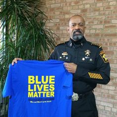 Bill Clinton says police violence terrorizes communities. Says nothing about, gang or drug related violence. Sheriff Clarke, Best Quotes, Life Quotes, Leo Wife, Police Lives Matter, Police Life, Thin Blue Lines, American Pride, God Bless America