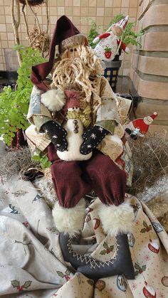 PAPAI NOEL  NICOLAU by Cris Lind Ateliê, via Flickr Love the detail and the stitching on the gloves