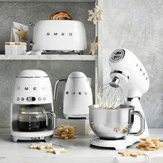 Smeg Tea Kettle Kitchen Items, Kitchen Gadgets, Kitchen Decor, Cooking Gadgets, Cooking Tools, Kitchen Tools, Cooking Utensils, Easy Cooking, Smeg Stand Mixer