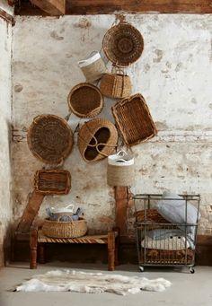 wall decor baskets / decorar con cestos de mimbre