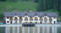 €100 Quinz Locanda Al Lago ligt aan de oever van het meer van Misurina, op 5 km van de Cortina skipistes en er is een skigebied op 500 meter van het hotel.