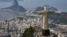 """La statua del """"Cristo Redentore"""" situata a Rio de Janeiro in Brasile è uno dei monumenti più popolari del Paese: circa 1,8 milioni di persone visitano"""