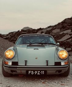 Classic Cars – Old Classic Cars Gallery Porsche Classic, Classic Cars, Porsche Sports Car, Porsche Cars, Hey Porsche, Porsche Models, Porsche 968, Retro Cars, Vintage Cars