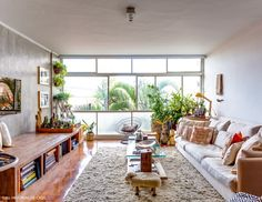 Key Features Of a Luxury Living Room Decor Bold Living Room, Formal Living Rooms, Home And Living, Living Room Decor, Living Area, Living Room Speakers, Sala Grande, Living Room Remodel, Luxury Living