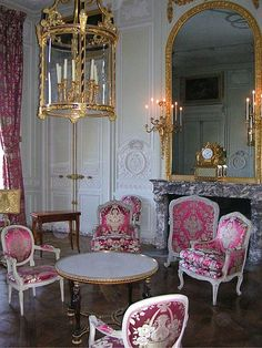 Petit Trianon's salon. Marie Antoinette would come to the Petit Trianon not only to escape the formality of court life, but also to shake off the burden of her royal responsibilities.
