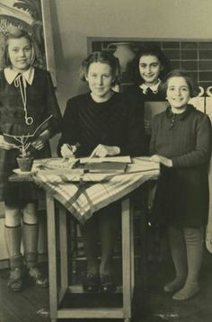 Anne Frank with her teacher and two fellow pupils at the 6th Montessori School in Amsterdam.From left to right: Martha van det Berg,Miss Godron,Anne Frank and Rela Salomon.