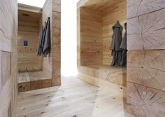 Modern Finnish Design Sauna Kyly by Avanto Architects Kyly is a massive wood sauna designed by Avanto Architects from Helsinki . Helsinki, House Paint Interior, Interior Design, Modern Saunas, Sauna Design, Outdoor Sauna, Finnish Sauna, Spa Rooms, Cozy House