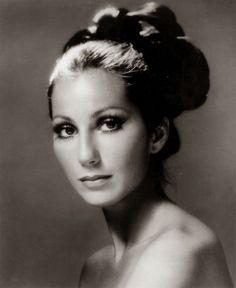 Cher comemora 70 anos com rostinho de 45