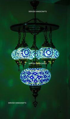 Details. UNIEK DESIGN LAMP Deze unieke design lamp, is ideaal om te gebruiken in elke kamer of buiten. Deze stijlvolle Ottomaanse mozaïek lamp is perfect authentieke decoratieve en een stuk eye-catch. Het is een bedrade en kan worden besteld met plug ins op aanvraag. De schaduwen in de afbeelding is origineel en niet creatief. U vindt de dezelfde tinten nog meer op de duisternis. Mozaïek globes zijn gemaakt met kleine handcut kleurrijke glazen en kralen. Kleine handcut kleurrijke glazen en…