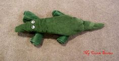 How to fold a towel crocodile.  Step-by-step instructions with photos and video.