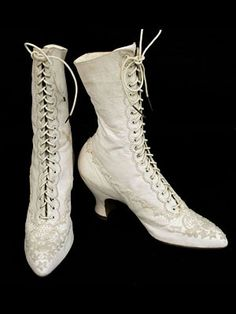 ~*~*~ and i thought their corsets were torture devices!!~~*~*~*~Halle Brothers beaded ivory leather boots, c.1900
