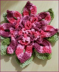 Flor de crochê, para aplicação. <br>Confeccionada com o barbante barroco. <br>Consulte para outras cores.