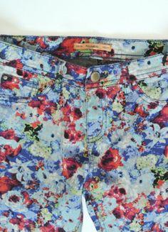 Kup mój przedmiot na #vintedpl http://www.vinted.pl/damska-odziez/spodnie-inne/13517801-kwieciste-spodnie-pull-bear-34-nowe