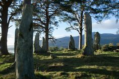 Tour Outlander filming locations in Scotland. The Outlander is a combination of fantasy, action, and romance—and atmospheric Scotland is its perfect setting. Outlander Season 1, Outlander Series, Outlander Filming Locations, Claire Fraser, Jamie Fraser, Scottish Highlands, Diana Gabaldon, Gabaldon Outlander, Time Travel