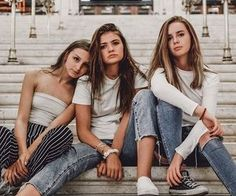 Discover ideas about friend group pictures Friend Group Pictures, Bff Pictures, Friend Photos, Insta Pictures, Family Pictures, Friend Poses Photography, Fashion Photography, Photography Tricks, Photography Studios