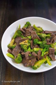 Beef with broccoli is a quick and easy dish that I cook for my family whenever I need to make a quick and delicious dinner. Beef With Broccoli Recipe, Broccoli Recipes, Beef Recipes, Chicken Recipes, Cooking Recipes, Fried Broccoli, Broccoli Beef, Cooking Wine, Asian Cooking