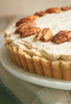 If butter pecan is your favorite ice cream, then this B utter Pecan Cheesecake may very well be your favorite cheesecake! It's filled with buttery, toasty pecans, and it's absolutely fantastic! - Bake or Break Köstliche Desserts, Delicious Desserts, Dessert Recipes, Plated Desserts, Easter Desserts, Thanksgiving Desserts, Food Cakes, Cupcake Cakes, Bundt Cakes