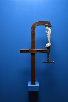 "JAGO | Artist - ""facelock"" - For a social media consciousness. sculpture 2016 - marmo statuario, ferro, legno."