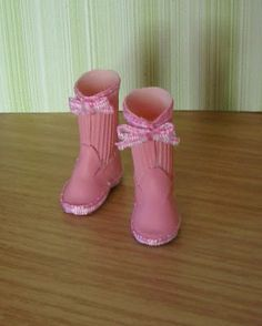 how to: mini wellies/rainboots -- no pattern and the instructions are not in English, but maybe I can figure something out?