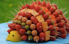 The Hedgehog aperitif for a festive buffet - Recipe by Ca bouffe un Doberman - - Fruit Decorations, Food Decoration, Cute Food, Good Food, Yummy Food, Veggie Tray, Edible Arrangements, Snacks Für Party, Party Trays