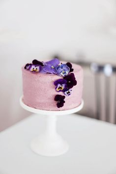 Holunderbeeren und Stiefmütterchen • eine Torte und eine Charlotte (via Bloglovin.com )