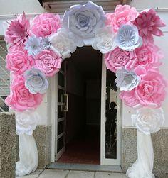 Flores de papel Paper Flowers Diy, Diy Paper, Papel Picado, Bling Wedding, Birthday Party Decorations, Event Decor, Pink White, Backdrops, Party Planning