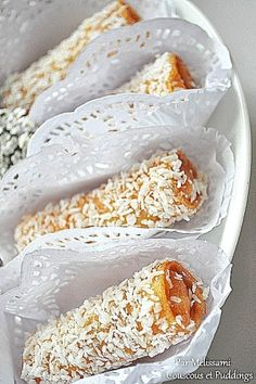Cigars with almond and coconut Sweet Pastries, French Pastries, French Sweets, Arabian Food, Food Fantasy, Ramadan Recipes, Coconut Recipes, Tea Cakes, Wine Recipes