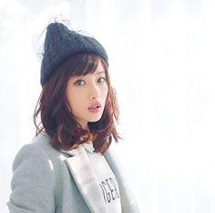 #石原さとみ #ishiharasatomi Good night. Medium Hair Styles, Short Hair Styles, Satomi Ishihara, Prity Girl, Oriental, Perfect Woman, Sexy Asian Girls, Woman Face, Japanese Girl