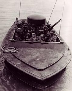 The Brown Water Navy in Vietnam Brown Water Navy, Navy And Brown, Vietnam History, Vietnam War Photos, Us Navy Seals, Fast Boats, Military Diorama, United States Navy, Navy Ships