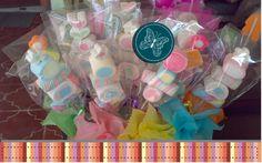 Banderillas de bombón, deliciosas para crear dulces regalos o coloridos centros de mesa.