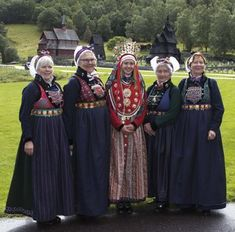 ) with bride in center, complete with bridal crown. See the churches in the background? Norwegian People, Norwegian Vikings, Costumes Around The World, Handfasting, Bridal Crown, Traditional Dresses, Traditional Styles, Folk Costume, Ethnic Fashion