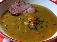 Vörös lencsekrémleves füstölt tarjával, zöldséggel és belugával Thai Red Curry, Salsa, Beef, Ethnic Recipes, Food, Gravy, Salsa Music, Meals, Yemek