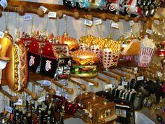 Bei Käthe Wohlfahrt am Kurfürstendamm ist das ganze Jahr über Weihnachten. In der Vorweihnachtszeit ist hier Konjunktur!