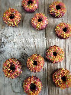 Red Velvet Donuts (raw / vegan)