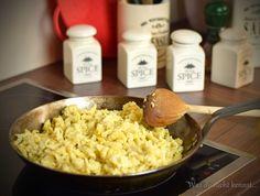 Spätzle sind schnell zuhause hergestellt und lassen sich auch gut auf Vorrat zubereiten. Mein Grundrezept für die Köstlichkeit findet ihr hier.