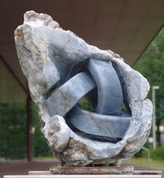Marble knot by Karel Vreeburg Stone Sculpture, Sculpture Art, Garden Sculpture, Soapstone Carving, Steinmetz, Urbane Kunst, Pottery Sculpture, Bone Carving, Human Art