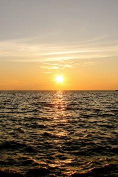 Sunset @ Manila Bay, Manila Philippines Missing it Beauty Magic, Manila Philippines, Amazing Sunsets, Vacation Resorts, Beautiful Sunrise, Palawan, Sunset Photography, Natural Wonders, Oh The Places You'll Go