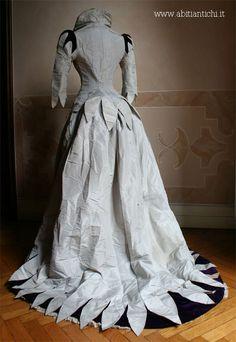 Reception dress in two pieces (bodice and skirt) in pearl gray taffeta and silk velvet purple.-Abiti Antichi- Abito 164 1888