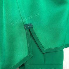 Еще немножко зелени вам в ленту☘️🍀. Крупным планом. #шелковаяблуза #блузаназаказ #пошиводежды #швейныемк #моднаярубашка Sewing Hacks, Sewing Projects, Fashion Details, Theory, Sewing Tips, Top Coat, Modeling, Cardigan Sweater Outfit, Shirts