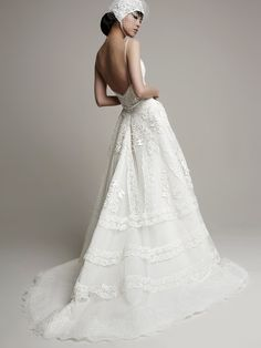 YolanCris | Fashion wedding dresses for modern brides with an unique style.