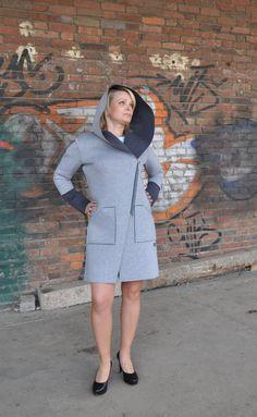 Płaszczyk z kapturem uszyty z dwukolorowej pianki - AniS-moda - Pozostałe