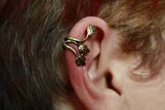 This awesome ear cuff can be found on www.ceesquared.ca They are a Canadian jewelry seller that pride themselves in low prices and awesome styles. This ear cuff costs $4 +s&h