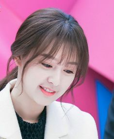 Korean Bangs Hairstyle, Korean Haircut, Short Hair With Bangs, Haircuts With Bangs, Short Hair Styles, Korean Beauty, Asian Beauty, Kim Ji Won, Korean Actresses