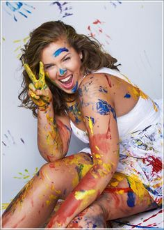 Senior picture ideas. This would be a fun senior photo shoot for an artist.
