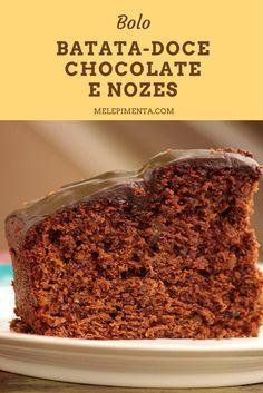 Bolo de Batata-doce, Chocolate e Nozes    Um bolo de chocolate incrível, mas feito com batata-doce e nozes. A batata-doce é um ótimo carboidrato que deixe seu bolo mais saudável e delicioso. Confira a receita!