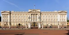 Now you can spend a night in Buckingham Palace – without needing an invitation from the Queen. Buckingham Palace is opening its gilded doors . Versailles, Budapest, London Must See, Queen's Official Birthday, Billionaire Homes, Château Fort, Clarence House, Royal Palace, Palace Uk