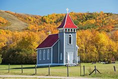 Kennell Anglican Church, in the valley just north of Regina - Saskatchewan's Best Scenic Drives Beautiful Places To Travel, Cool Places To Visit, Places To Go, Camping Places, Old Churches, Place Of Worship, Photo Location, Canada Travel, Adventure Travel